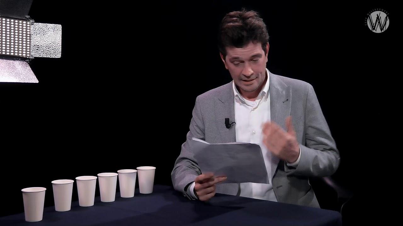 Column Coen de Jong: Politici als wassen beelden, marketing producten en van bordkarton