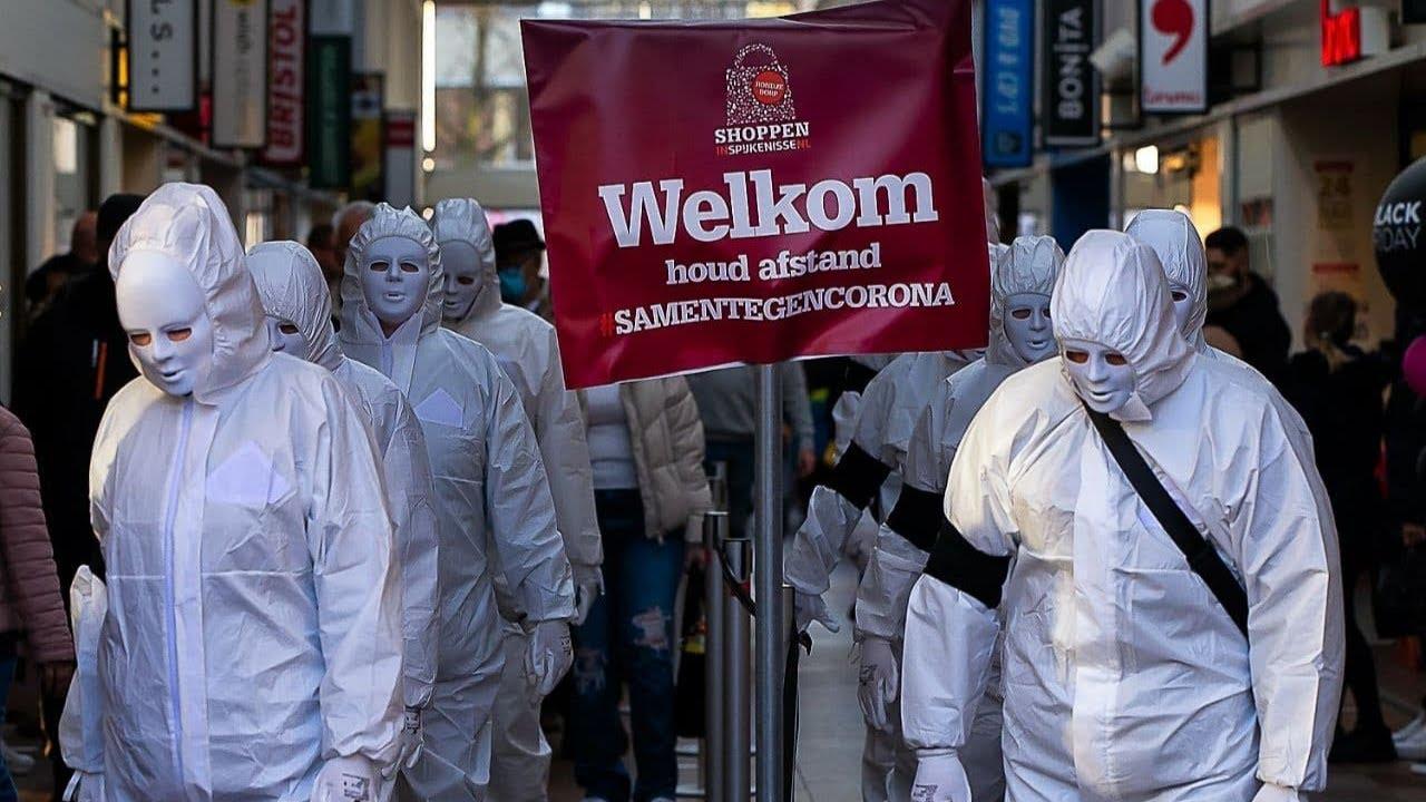 Mysterieuze, kunstzinnige protestmars in Nederland | Guerilla Mask Force